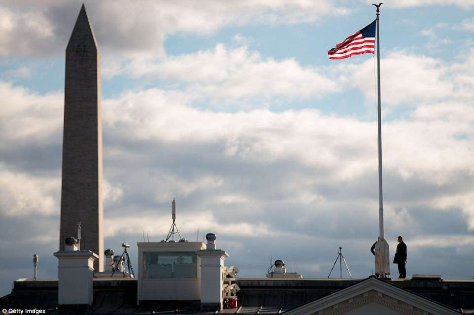 3c3fd04b00000578-4137646-security_officials_can_be_seen_standing_on_top_of_the_white_hous-a-1_1484859345722