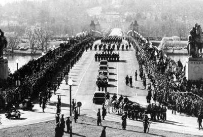 381091 10: The funeral procession of President John F. Kennedy goes into Arlington Cemetary in Washington. On November 22, 1963, Kennedy was killed by an assassin's bullets as his motorcade wound through Dallas, Texas. Kennedy was the youngest man elected President; he was the youngest to die. (Photo by National Archive/Newsmakers)