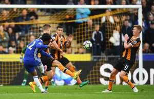 HULL, ENGLAND - OCTOBER 01:  Willian of Chelsea celebrates scoring his sides first goal during the Premier League match between Hull City and Chelsea at KCOM Stadium on October 1, 2016 in Hull, England.  (Photo by Laurence Griffiths/Getty Images)