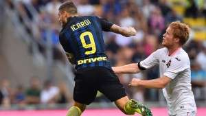 "Inter Milan's forward from Argentina Mauro Icardi (L) heads the ball in front of by Palermo's midfielder from Italy Alessandro Gazzi during the Italian Serie A football match Inter Milan vs Palermo  at ""San Siro"" Stadium in Milan on August 28, 2016.   / AFP / GIUSEPPE CACACE        (Photo credit should read GIUSEPPE CACACE/AFP/Getty Images)"